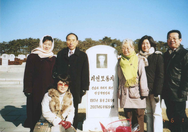방북한 권 명예회장이 리인모 묘소를 참관했다. [사진제공-권오헌]