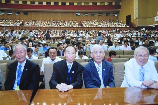 2007년 평양에서 개최된 6.15민족통일대축전에 참가한 박종린 선생.(맨 오른쪽) 딸을 먼 발치로만 보고 끝내 발길을 돌려야만 했다. [자료사진 - 통일뉴스]