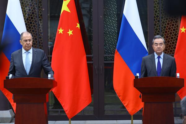 왕이 외교부장과 세르게이 라브로프 외교장관은 23일 베이징에서 회담을 갖고 공동기자회견을 개최했다. [사진출처 - 러시아 외무부 홈페이지]