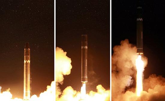 ▲ 지난 2017년 11월 29일 단행한 대륙간탄도미사일 '화성-15형' 시험발사 장면 [자료사진-통일뉴스]